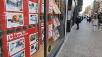 L'aparador d'una immobiliària a Girona