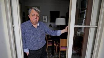 L'escriptor Enric Gomà, fotografiat a casa seva