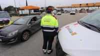 Control dels Mossos d'Esquadra, ahir a l'AP-7, a Maçanet, per l'entrada en vigor del confinament comarcal
