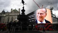 Imatge gegant del príncep Felip a Picadilly Circus, a Londres. La capital britànica ha retut homenatge al duc d'Edimburg