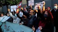 Manifestants contra les polítiques del govern en una protesta a l'exterior del Parlament, a Beirut