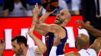 Calathes lluita amb Fernández i Tyus