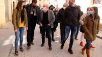 Francesc Gas, dirigint-se als jutjats de Tortosa en companyia de representants d'ERC que li van fer costat