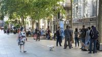 Cues que es formaven el juny passat davant la parròquia de Santa Anna, a Barcelona, que repartia menjar
