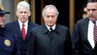 Bernard Madoff a la sortida d'una audiència judicial el març del 2009 a Nova York