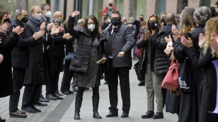 Els síndics de l'1-O , en el passadís fet per membres de l'advocacia catalana, abans d'entrar al judici, el 3 de març passat