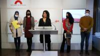 Les diputades Najat Driouech (ERC), Aurora Madaula (JxCat), Basha Changue (CUP) i Jess González (ECP) i Pau Morales (ERC) al faristol de la sala del Parlament