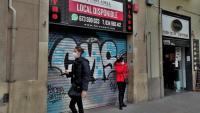 """L<b>a</b> persiana abaixada i un cartell d'una immobiliària són la mostra més evident del cessament definitiu de l'activitat de la discoteca d'ambient Metro, al carrer Sepúlveda de Barcelona <div class=""""formatfirma"""">j.p.f.</div><div class=""""formatfirma""""></div>"""