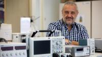 El professor Luis Romeral, al seu despatx de la Universitat Politècnica de Catalunya