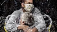 'La primera abraçada', del danès Mads Nissen, World Press Photo 2021
