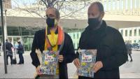 El director de Comanegra, Joan Sala, i l'editor, Jordi Puig, abans de la declaració en la causa contra l'il·lustrador d''On és l'Estel·la?', Toni Galmés, per injúries, al Jutjat d'Instrucció de Barcelona, el passat 3 de novembre