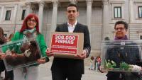 L'impulsor de la campanya 'El abuso no prescribe', Miguel Ángel Hurtado, el 2016 davant del Congrés