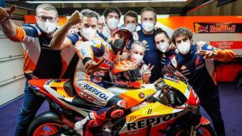 La foto amb l'equip abans de tornar als circuits