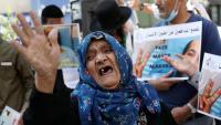 Una dona palestina plora per la detenció de Maher al-Akhras que va estar 103 dies en vaga de fam