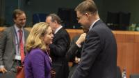 La vicepresidenta econòmica del govern espanyol, Nadia Calviño, i del vicepresident econòmic de la Comissió Europea, Valdis Dombrovskis, abans d'una reunió de l'Eurogrup, el febrer del 2020
