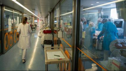 L'àrea de vigilància intensiva dels pacients crítics de l'hospital Clínic