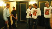 Laghdas  entra a judici el 2005 davant d'amics de la víctima amb samarretes per a l'ocasió