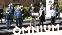 Els membres  de la junta nacional d'Òmnium, ahir, al recinte modernista de l'hospital de Sant Pau, on es va llegir la declaració
