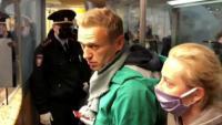 Una imatge de Navalni el 19 de gener quan va tornar a Rússia des d'Alemanya després  d'haver estat enverinat. Va ser detingut només aterrar