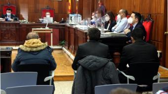 En primer terme els tres acusats que han estat jutjats per l'homicidi del Montmell, durant el judici