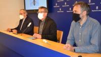 L'investigador de l'IRBLleida, Andreu Casali, amb el president de la Diputació de Lleida, Joan Talarn, i el diputat de Salut Pública, Albert Bajona, durant la presentació de la recerca a la diputació de Lleida