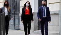 La presidenta en funcions de la Comunitat de Madrid i candidata del PP als comicis autonòmics, Isabel Díaz Ayuso (al centre)
