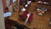 L'acusat, en la pantalla, durant el seu interrogatori davant el jurat de l'Audiència de Barcelona, ahir