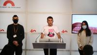 Membres de la plataforma en suport de Pablo Hasél compareixien ahir a la sala de premsa del Parlament