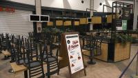 Els bars i restaurants dels centres comercials fa sis mesos que estan tancats
