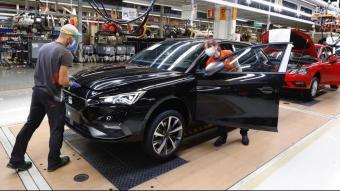Pla general de la línia de producció del Seat León, a la fàbrica de Martorell
