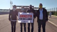 Jordi Cuixart, Jordi Turull, Raül Romeva i Joaquim Forn, aquest divendres, amb la pancarta que reclama l'amnistia