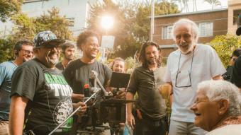 Fernando Trueba en un moment del rodatge d''El olvido que seremos', un encàrrec que li va arribar des de Colòmbia i que va rodar en aquest país