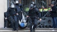 Diversos Mossos desatogen CDR encadenats al Palau de la Justícia el febrer de 2018
