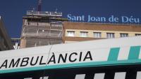 Una ambulància a l'hospital Sant Joan de Déu