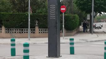 Imatge del monòlit de Celrà al seu emplaçament actual