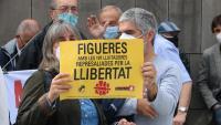 Una de les pancartes que han portat els concentrats davant dels jutjats de Figueres