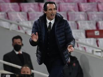 Emery corrent a la banda de l'Emirates