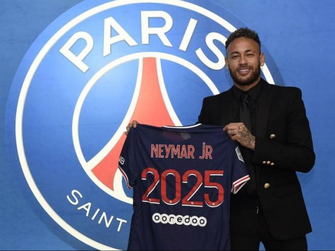 Neymar segueix a París