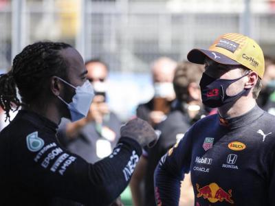 Lewis Hamilton saluda Max Verstappen