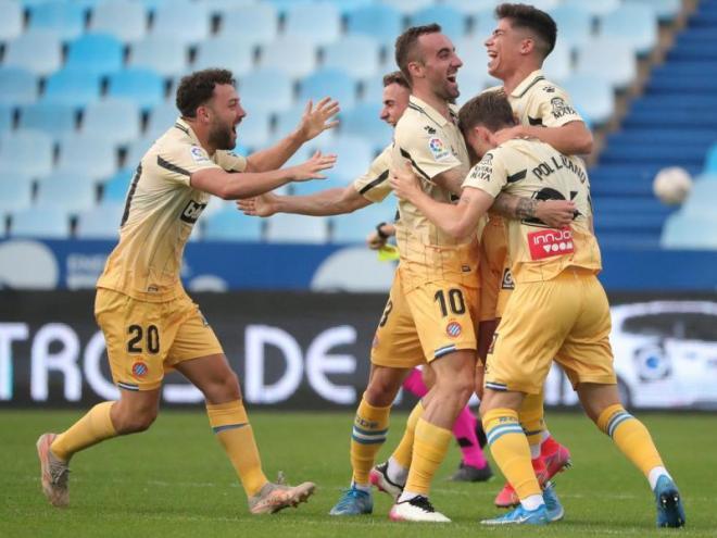 Els jugadors de l'Espanyol celebren amb eufòria l'ascens a primera