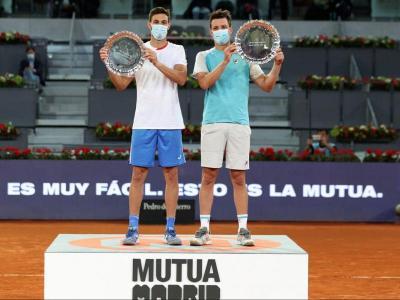 Granollers i Zeballos , amb el trofeu de guanyadors