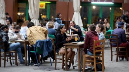 Primer dia de restaurants i bars oberts fins a les 23h, aquest diumenge 9 de maig a Barcelona