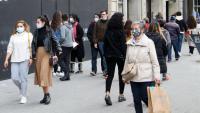 Imatge de gent en un dels carrers comercials de Barcelona