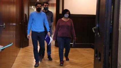 Els diputats d'En Comú Podem al Parlament David Cid, Lucas Ferro i Susanna Segovia sortint de la reunió amb ERC