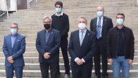 Els sis alcaldes posant plegats poc després de signar el manifest