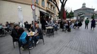 Les terrasses es van omplir diumenge passat al vespre a l'allargar l'horari dels restaurants