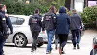 Mossos d'esquadra s'enduen un detingut en un registre a Sant Feliu de Guíxols
