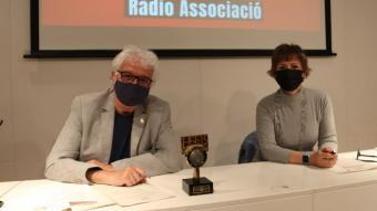El president de Ràdio Associació, Jordi Margarit, i la secretària del jurat, Margarida Moles