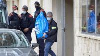 Els mossos s'emporten proves de la casa de Sant Feliu de Guíxols