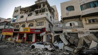 Estralls dels bombardejos a un carrer